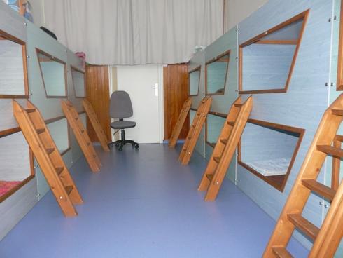 ecole. Black Bedroom Furniture Sets. Home Design Ideas